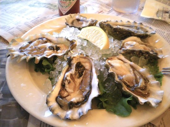 Lucas Wharf Restaurant: Tomales Bay oysters