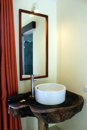 Hotel Nahua: bathroom sink