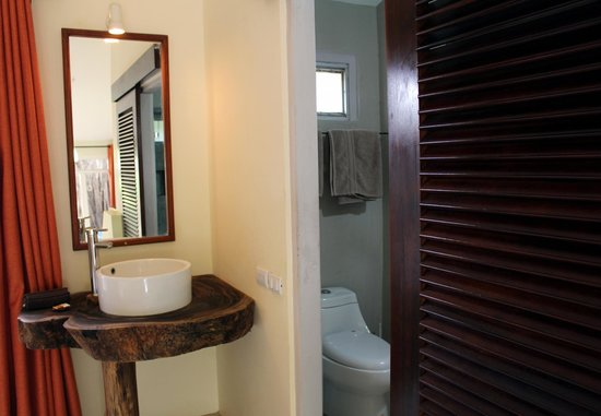 Hotel Nahua: bathroom