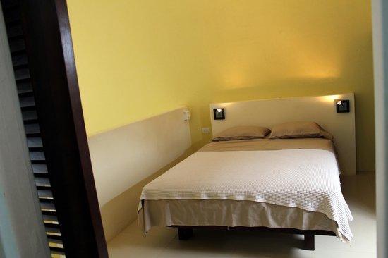 Hotel Nahua: queen bed