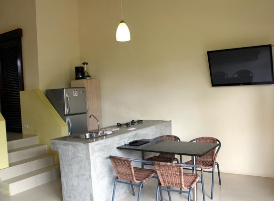 Hotel Nahua : dining area and kitchenette