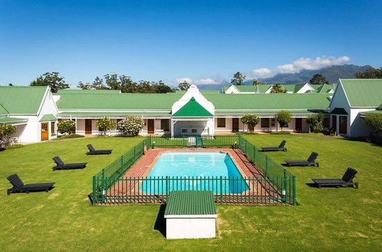 Protea Hotel by Marriott King George : Pool