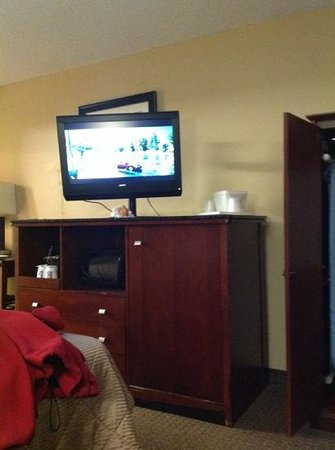 Comfort Inn Greensboro: king room with a couch
