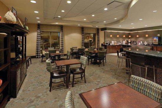 La Quinta Inn & Suites Edgewood / Aberdeen-South: Spacious Breakfast Area