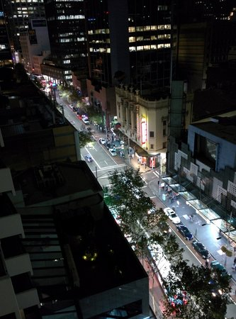 Meriton Serviced Apartments Kent Street: View from room at night