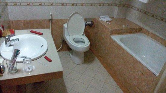 Permata Inn Banjarbaru: kamar mandi