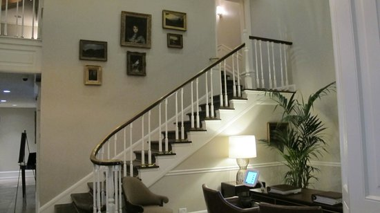 The Lancaster Hotel: Lobby, staircase