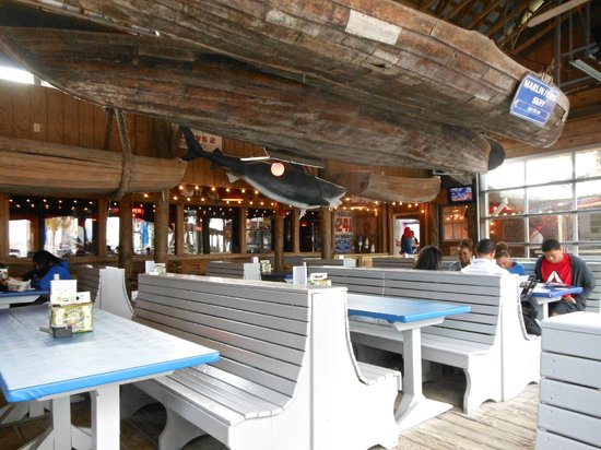 Flounder's Chowder House: Covered patio