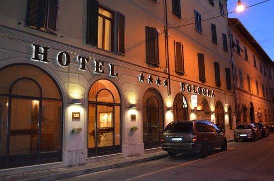 Bologna Hotel Pisa: entrada