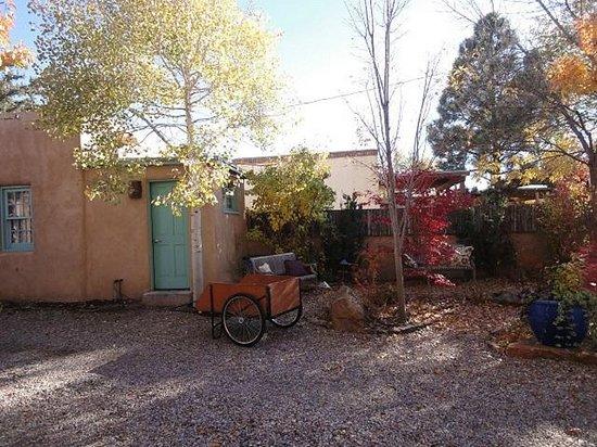 El Farolito B&B Inn: 静かで落ち着いた中庭