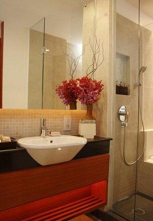 La Flora Resort Patong : Deluxe Pool View room