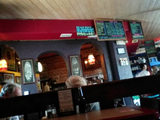 The Celtic Ray Public House: a view of the bar