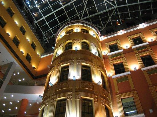 Dostoyevskiy Hotel: Mall attached to Hotel