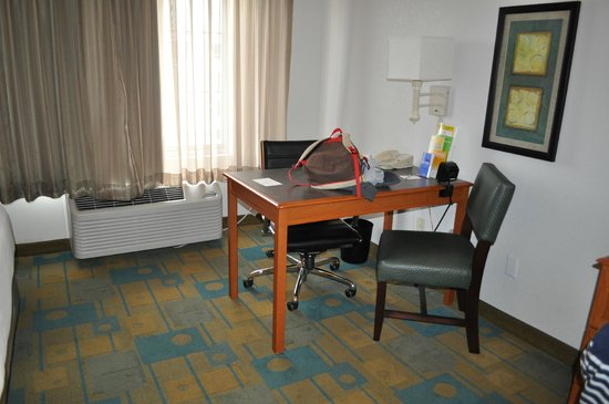 La Quinta Inn & Suites Fremont / Silicon Valley: desk