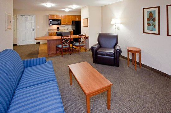 Candlewood Suites Indianapolis East: Deluxe Room