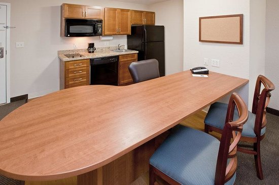 Candlewood Suites Indianapolis East: Suite