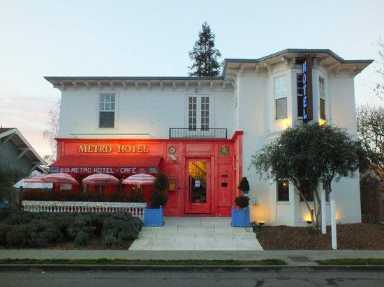 Metro Hotel & Cafe: Hotel