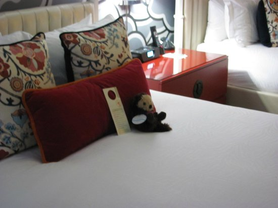 Kimpton Hotel Monaco Seattle: Adorable otter friend for our stay