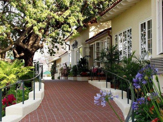 The Inn at Rancho Santa Fe: Inn Entrance HIGH