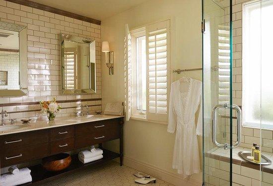 The Inn at Rancho Santa Fe: Honeysuckle Bathroom