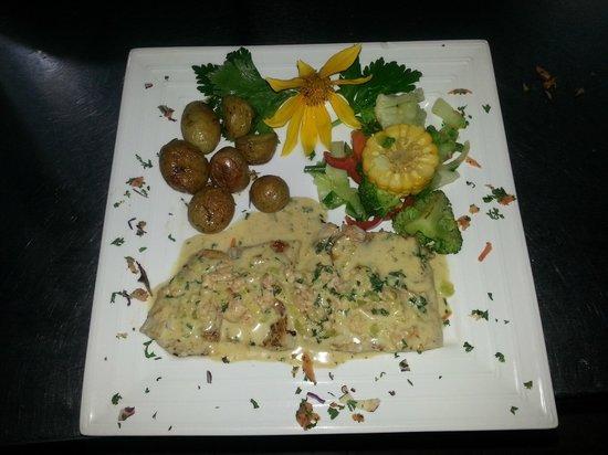 Restaurant Giada: Curvina en Salsa de Camarón