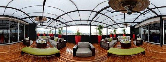 Cosmos 116 Hotel: Terraza Dia