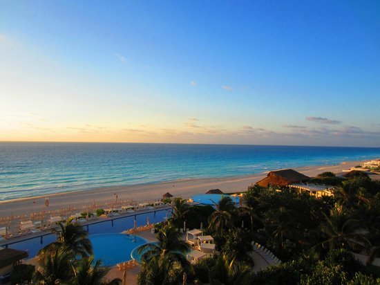 Live Aqua Beach Resort Cancun: View from our oceanview room