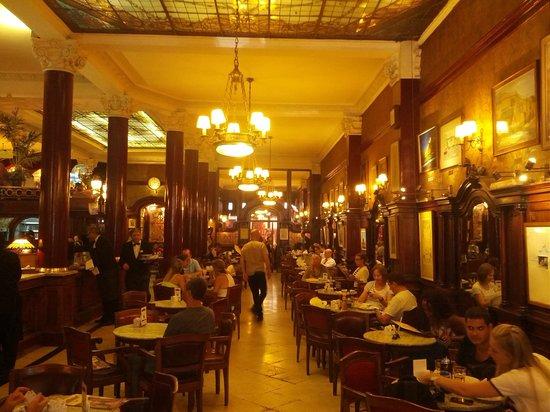 Cafe Tortoni : Foto do salão principal do café