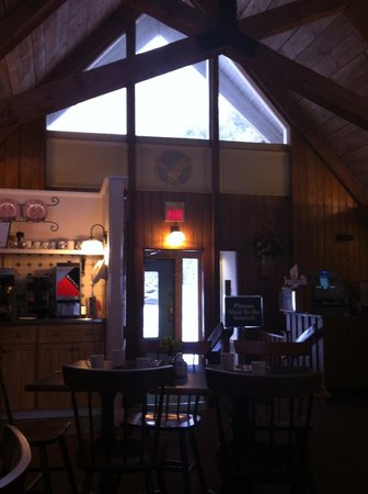 Golden Eagle Resort: Inside Colonial Cafe