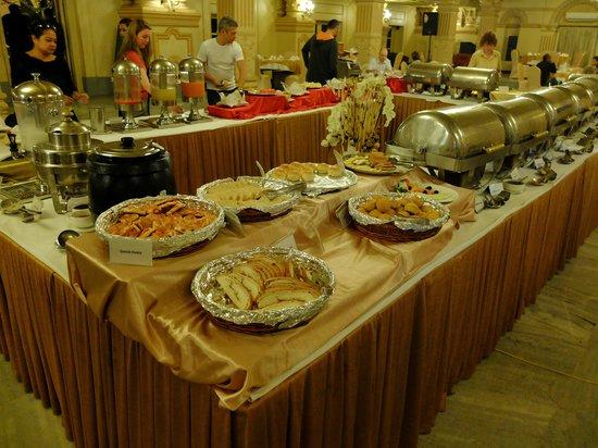 Hotel Shanker: ビュッフェスタイルの朝食