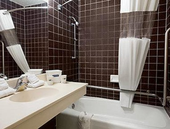 Beaumont Lodge: ADA Bathroom