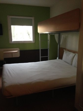 Ibis Budget Amsterdam Airport : Two beds and a table and a TV that is impossible to switch on.