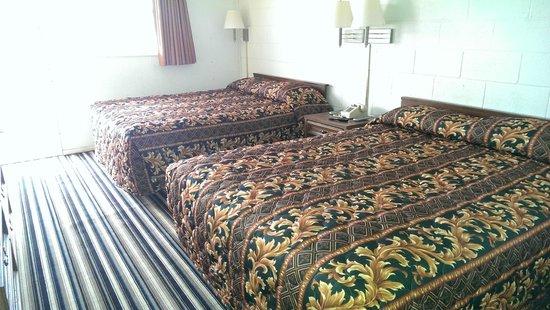 Ballinger Inn : Sleep Number Non Smoking Two Queen Beds