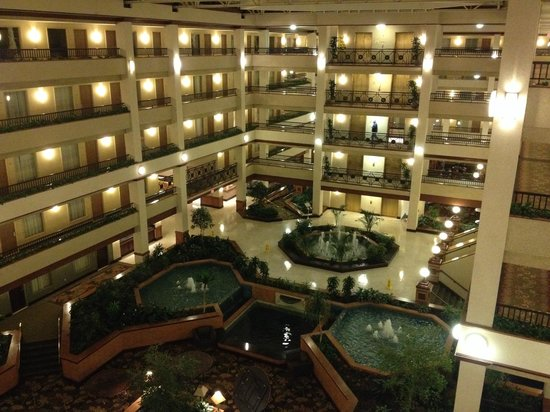 Embassy Suites by Hilton Lexington: Spacious lobby