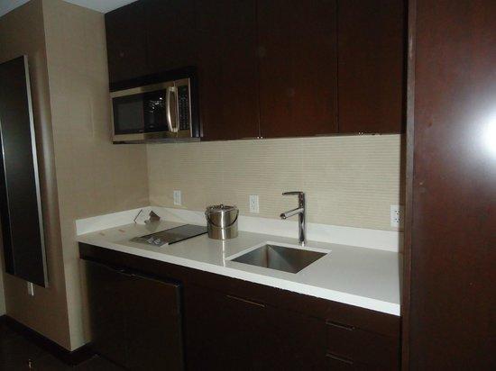 Vdara Hotel & Spa: kitchen