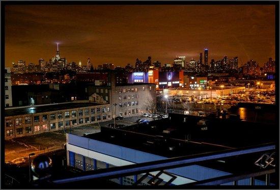 Hotel Le Bleu: Manhattan from Le Bleu at night