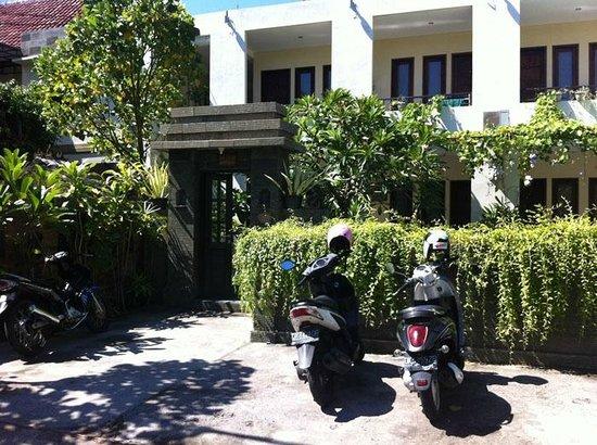Grand Bimasena Hostel: the hostel entrance