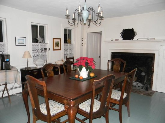 Blue Skye Farm: dining room with fireplace.