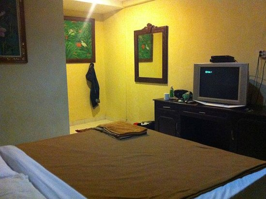 Grand Bimasena Hostel: standard room...