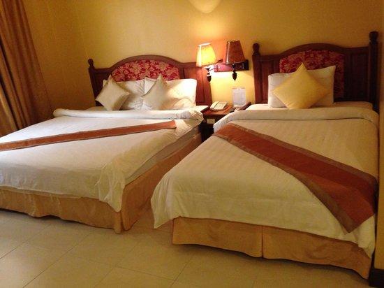 Ohana Phnom Penh Palace Hotel: Spacious room