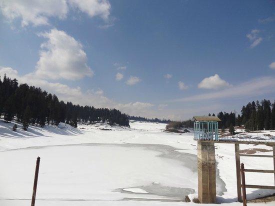 Yousmarg : Frozen reservoir