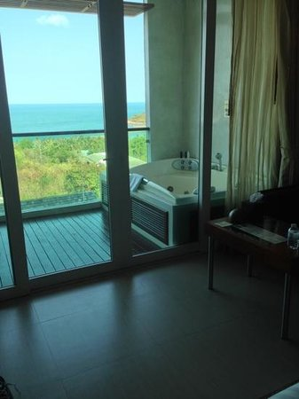KC Resort & Over Water Villas: deluxe sea view jacuzzi room 207