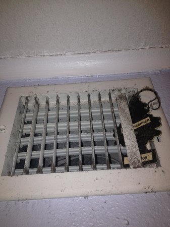 Villa Del Sol : 3113 air vent. If you have asthma stay away from this dump.