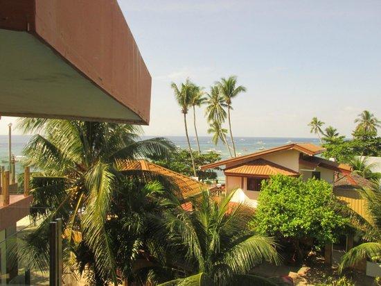 Lost Horizon Beach Dive Resort: Вид из номера