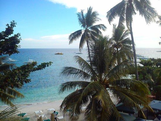 Lost Horizon Beach Dive Resort: Вид с балкона
