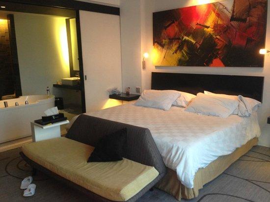 TS Suites Surabaya : Bed