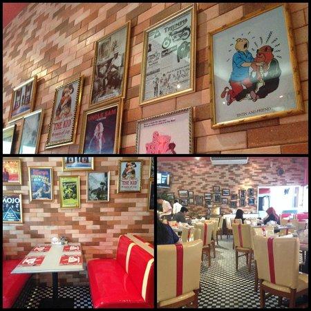 TS Suites Surabaya : 1950's American themed breakfast area
