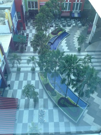 TS Suites Surabaya : mall next door