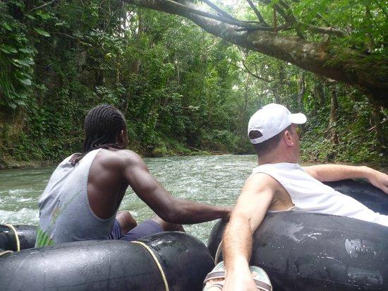 White River: Mon homme avec notre gentil guide de l'endroit!