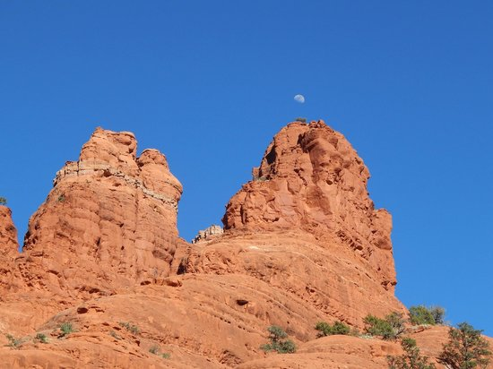 Bell Rock: Moon over the rock